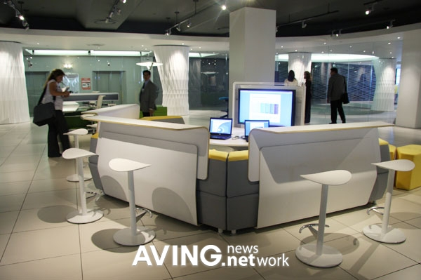 Twelve Person Solution Furniture Intergrated With Technology And The Abiltiy To Collaborate
